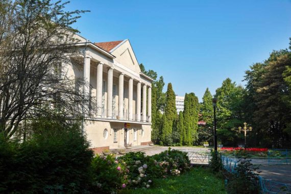 Sanatorium Krysztalewyj Palac - YH4V5654.jpg