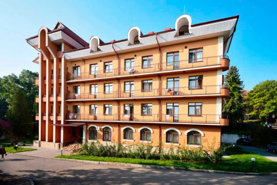 Sanatorium Krysztalewyj Palac - YH4V5746.jpg
