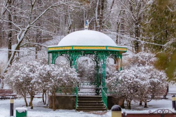 Сквер ім. Раймонда Яроша - truskavets-resort-winter-02.jpg